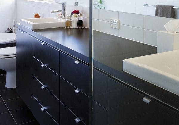 Badkamermeubel Met Sanitair : Badkamermeubels en spiegelkasten plaatsen rondom zeist