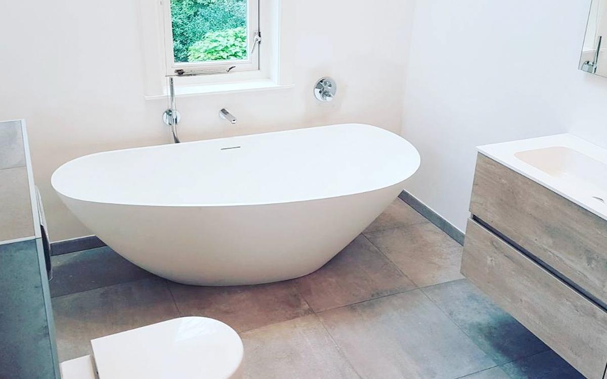 Badkamer met vrijstaand bad in zeist zeist